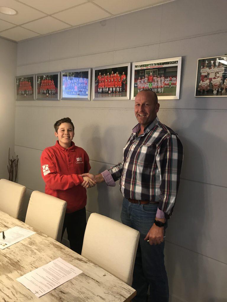 Het tekenen van het contract van Tycho Kantelberg